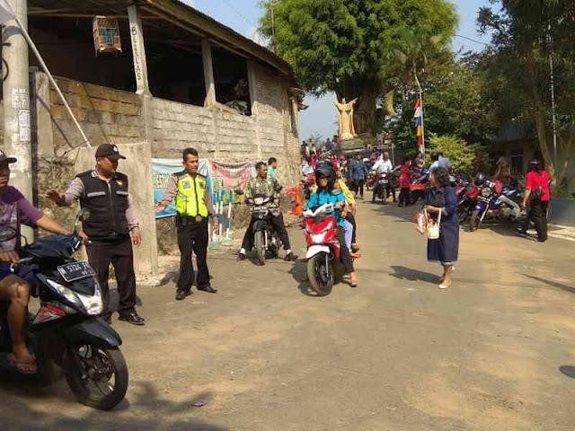 Polisi Amankan Ibadah di Gereja Kristus Raja Semesta Alam Tegalrejo Argomulyo