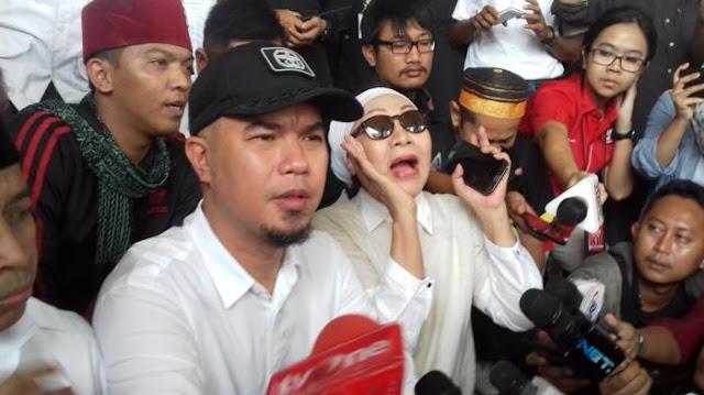 Ratna Sarumpaet Tuding Jokowi Sita Tronton dan Kendaraan Ahmad Dhani