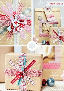 personalizzare regali di natale con i nastri colorati