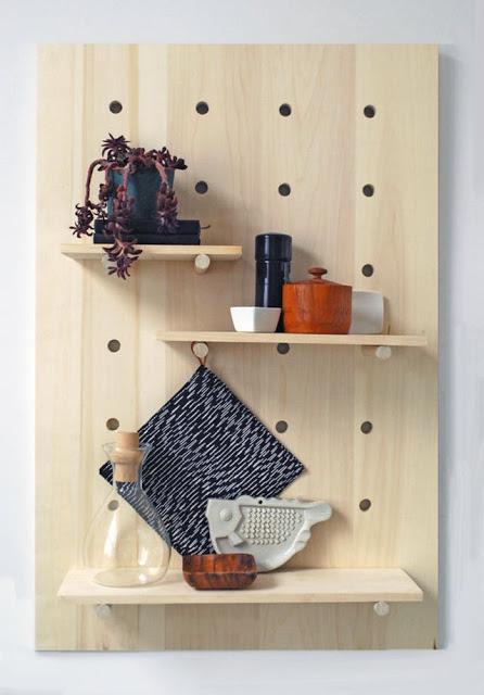 DIY μοντέρνα διάτρητη ραφιέρα