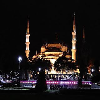 Istanbul, la moschea di Santa Sophia di sera
