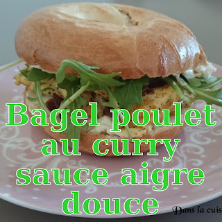 http://danslacuisinedhilary.blogspot.fr/2014/07/bagel-au-poulet-curry-et-sa-sauce-aigre.html