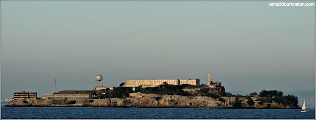 Vistas de Alcatraz desde la Torre Coit