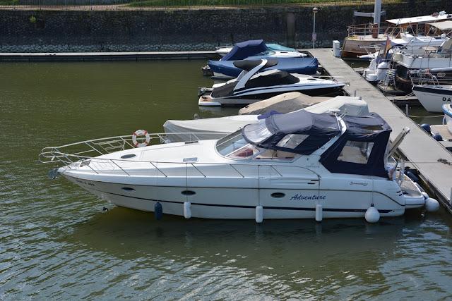 Medienhafen Dusseldorf yacht