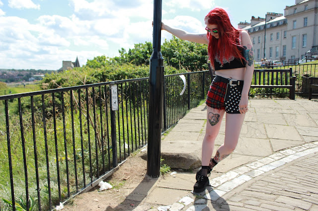 UNIF Shorts Grace Neutral Motel Crop