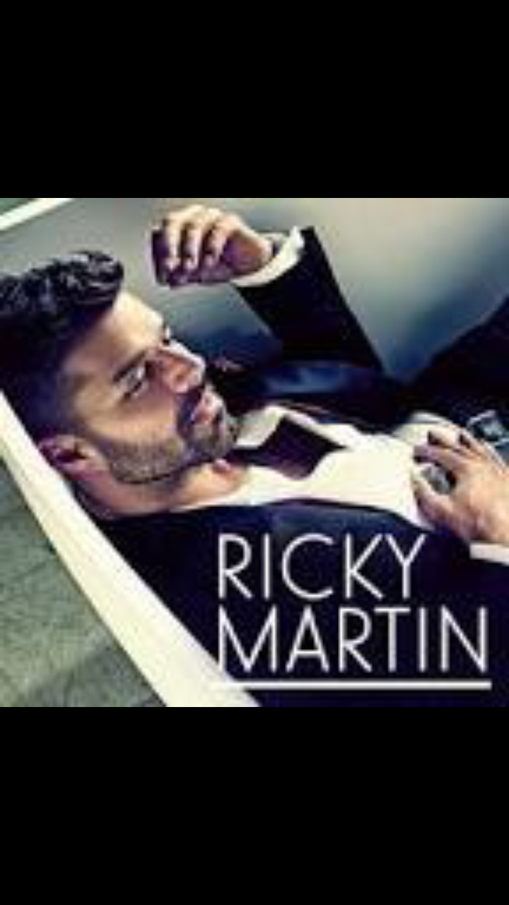 Ricky Martin brought out her new boyfriend and kissed a fan