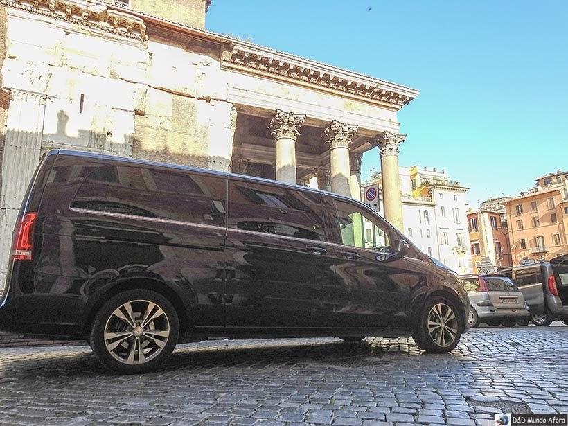 Ao lado do Pantheon com a Elmocar - Transfer em Roma em Português