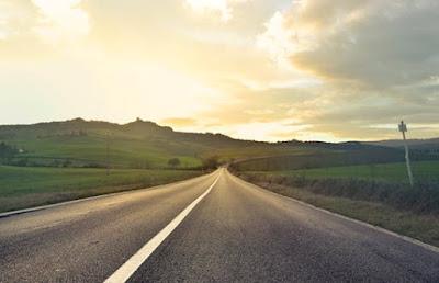 सड़क पर बनी इन लाइनों का मतलब जानते है? Road Markings meaning -  Hindi Me Seeken