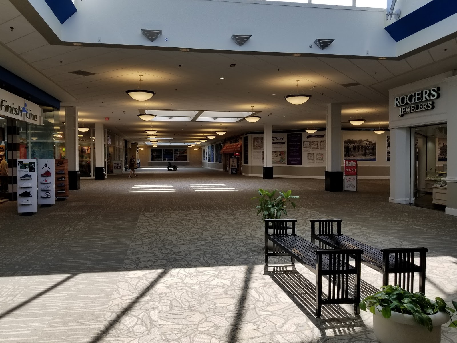 Dead and Dying retail: Richmond Mall in Richmond, Indiana