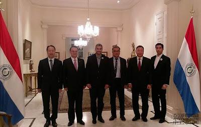 台糖董事長黃育徵(右三)與巴拉圭總統Mario Abdo Benítez(右四)等人合影