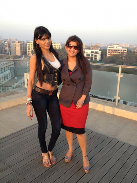Sherlyn-Chopra-With-Her-Friend