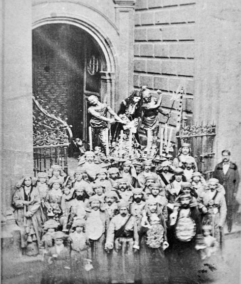 Cuando los tronos en Málaga se sacaban con correas