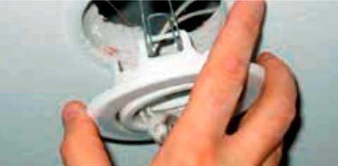 Instalaciones eléctricas residenciales - Desconectando lámpara de plafon