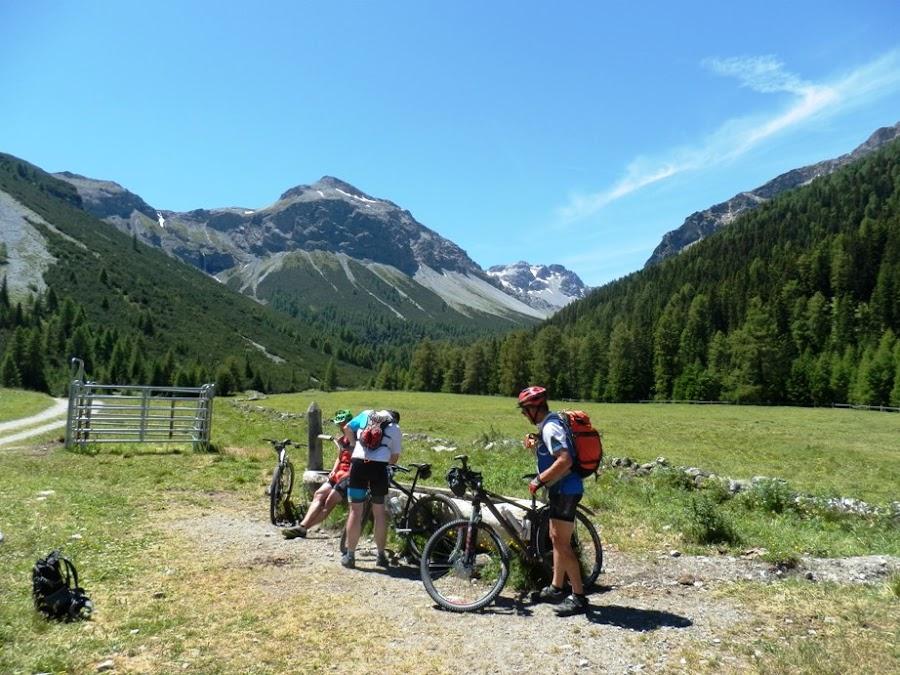scharl-arnoga-pass-da-costainas-suiza-italia-transalpes-en-btt-alpes