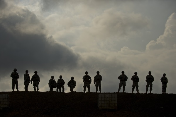 https://pixabay.com/en/silhouettes-military-training-2016427/