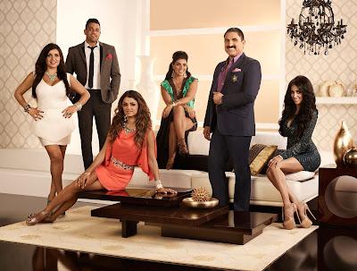 Recém-chegada a Los Angeles, Lilly entra para o grupo seleto de Reza e seus amigos de infância - Divulgação