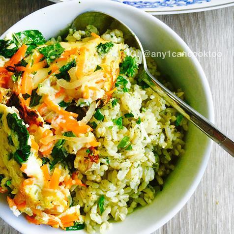 Grünkohl und Karotten Omelette auf braunem Pesto Reis | Daddy ...