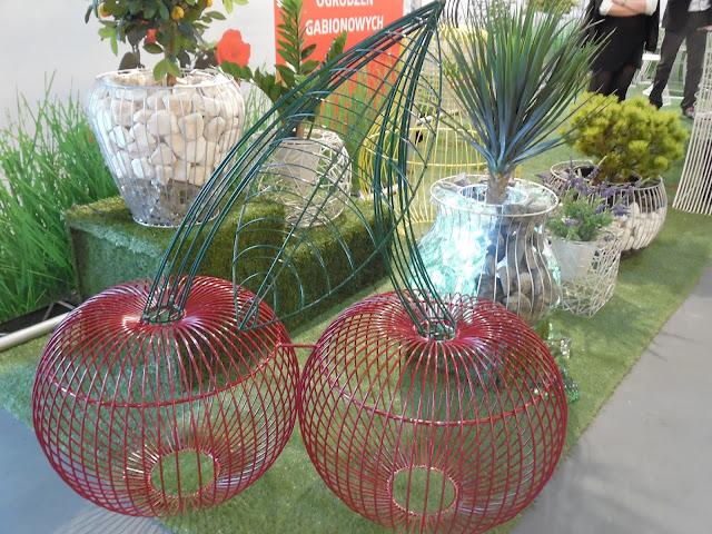 ozdoba ogrodowa z drutu - wisienki