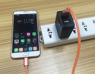 Elektro dá dicas de segurança para prevenir acidentes com celular enquanto a bateria é carregada na tomada