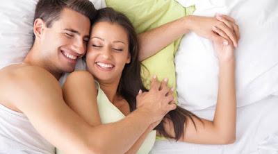 أكثر الأشياء التي تسعد الرجل في الفراش رجل امرأة سرير العلاقة الحميمية ممارسة الجنس man woman sex making love bed sleep together