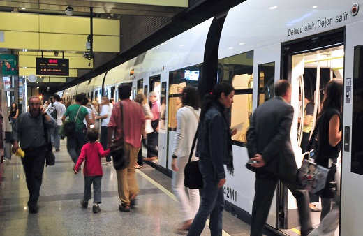 Los usuarios de Metrovalencia valoran con un notable de los servicios que presta FGV