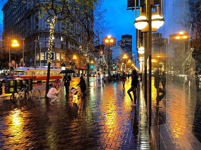 Market St. stroll in the rain