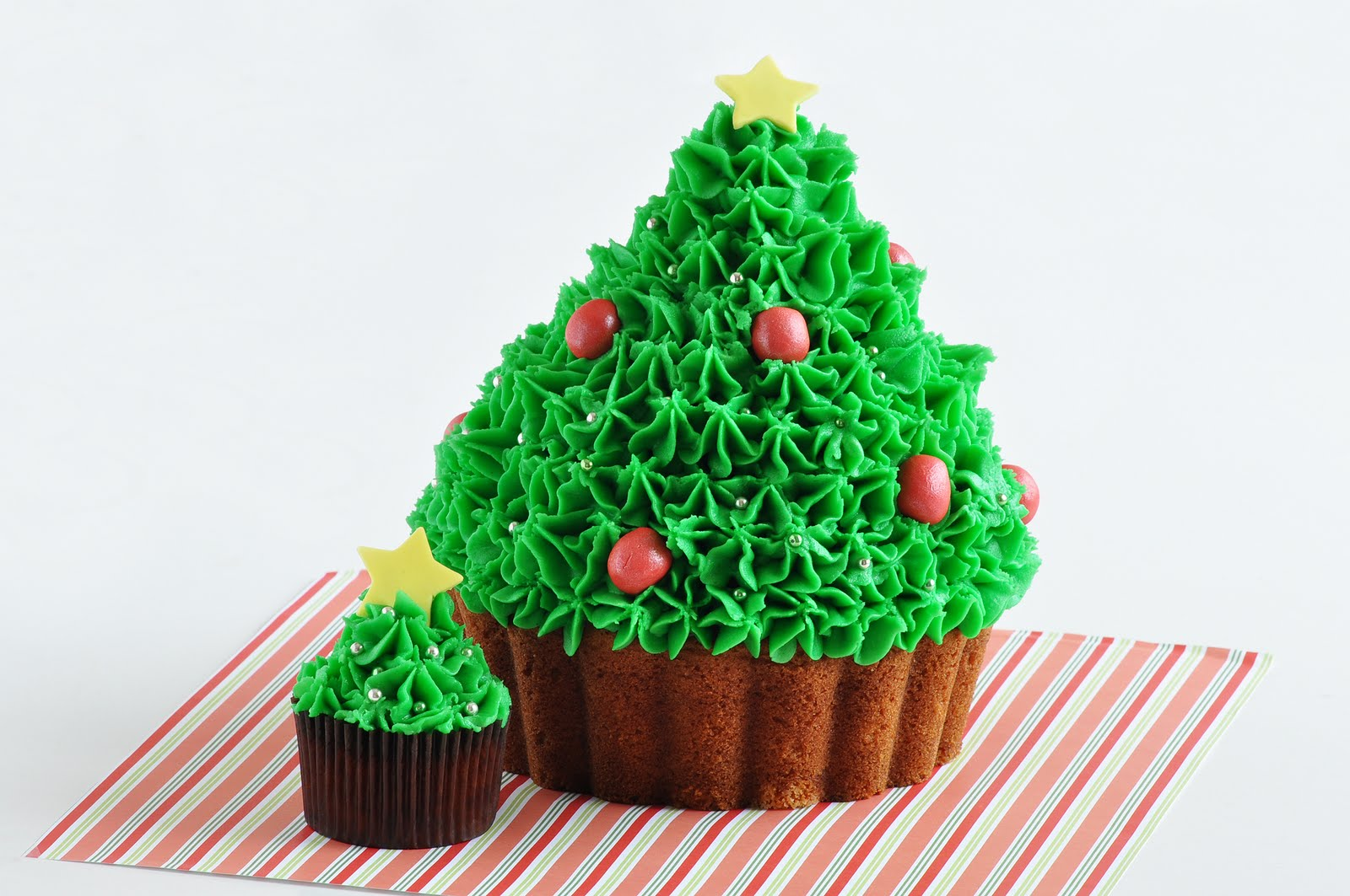 Chita Juice Cupcakes That Are Also Christmas Trees