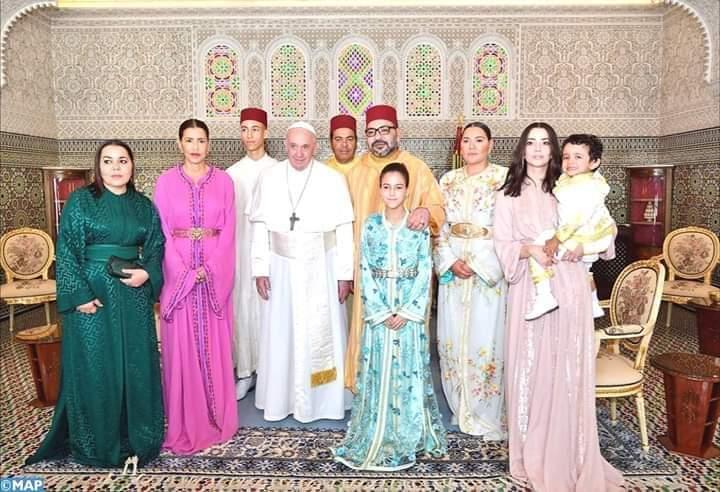 جلالة الملك والبابا فرنسيس يزوران معهد محمد السادس لتكوين الأئمة المرشدين والمرشدات