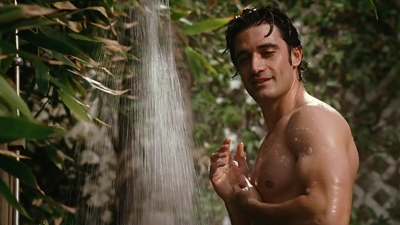 Sex and the city picture star, gilles marini, soaks up some sun