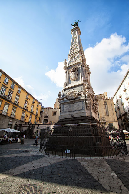 Obelisco a piazza San Domenico maggiore-Napoli
