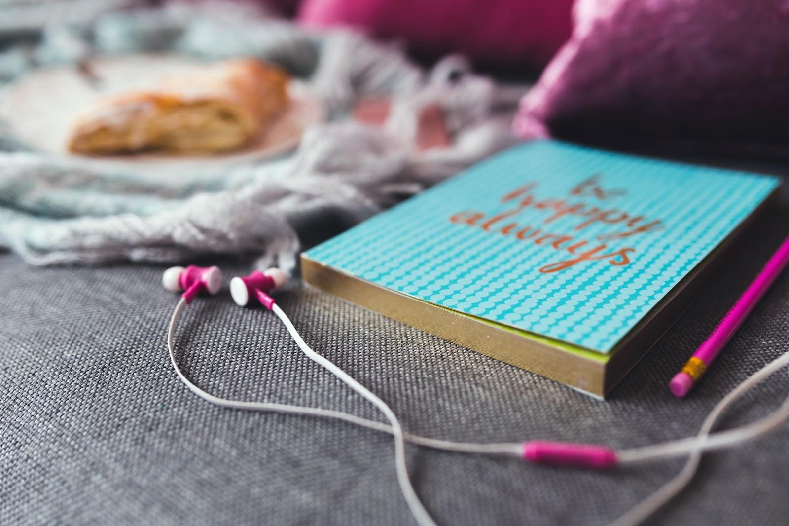 http://kaboompics.com/one_foto/1316/notebook-and-pink-earphones