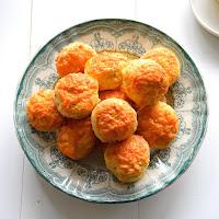 Scones de queijo cheddar