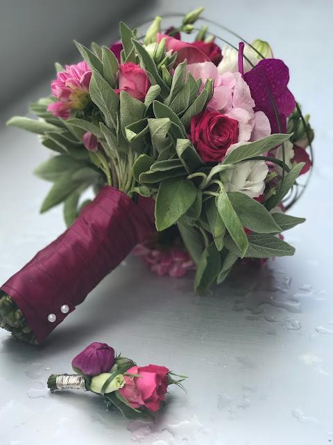 Brautstrauß, Pink travel themed wedding - Reise ins Glück Hochzeitsmotto im Riessersee Hotel Garmisch-Partenkirchen, Bayern Sommerhochzeit im Seehaus in den Bergen, Hochzeitsplanerin Uschi Glas