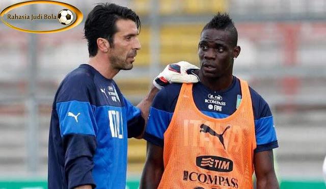 Gianluigi Buffon_Mario Balotelli_RahasiaJudiBola2