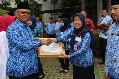 Awarding the Adiwiyata Mandiri Award from the Mayor of North Jakarta