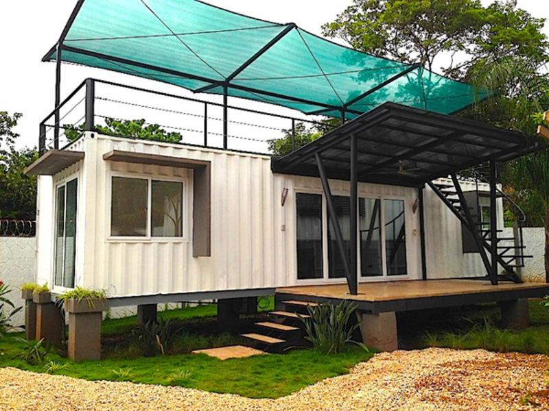 casas contenedores container getaway playa negra costa rica