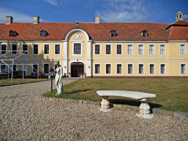 rzeźba, ławka, budynek, pałac