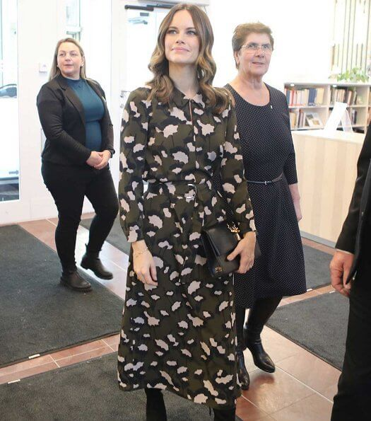 Alvdalen is a municipality in Dalarna. Princess Sofia wore a camel coat, multi-coloured printed khaki silk midi shirtdress