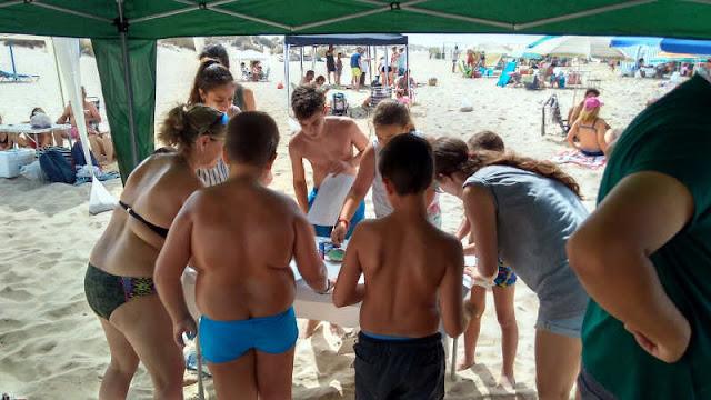Niños en tareas de sensibilización contra el marisqueo ilegal