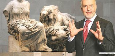 Εξ οικείων τα βέλη στον διευθυντή του Βρετανικού Μουσείου