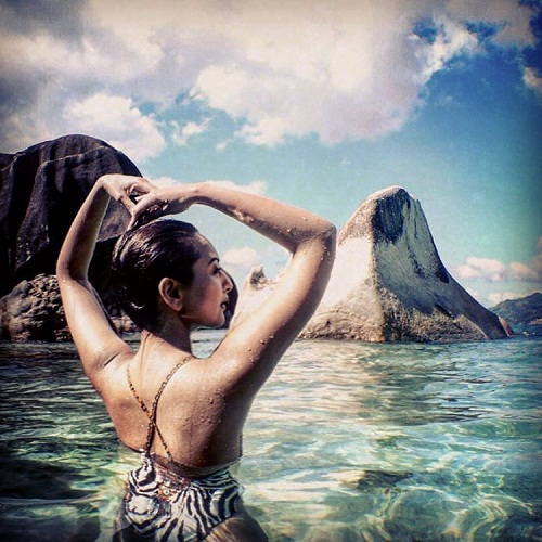 Sonakshi Sinha Shares Bikini Photo on Instagram