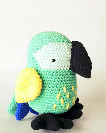 Crochet parrot free pattern   Amiguroom Toys   455x363