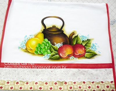 pano de copa pintado com chaleira e frutas