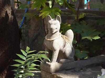 産湯稲荷神社白狐