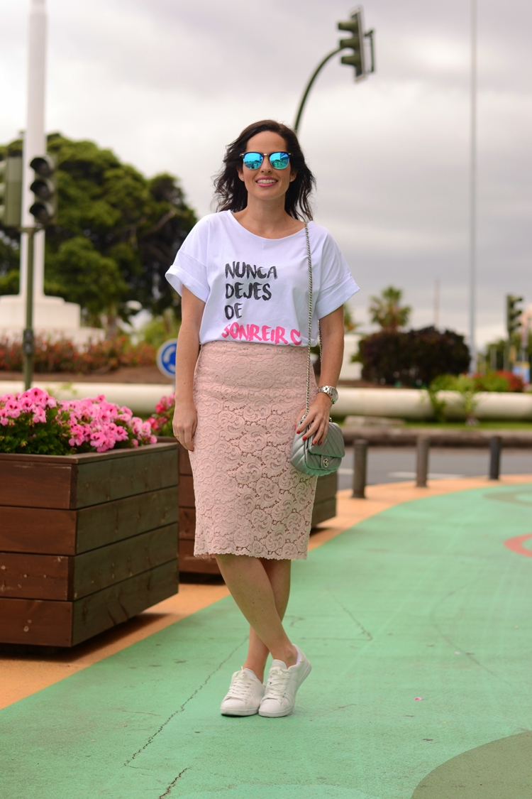 lace-skirt-and-sneakers-zara-outfit-street-style