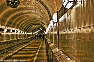 Sehenswürdigekeiten Hamburg, Alter Elbtunnel und Lichter an der Tunnelwand