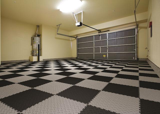 Quadrotte realizzate in pvc per pavimento industriale