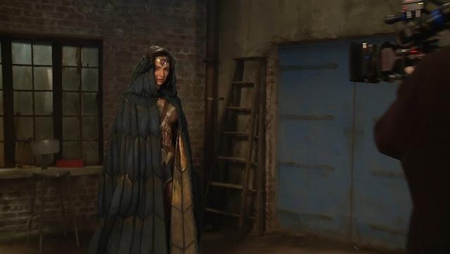 Gal Gadot con el traje de combate de Wonder Woman