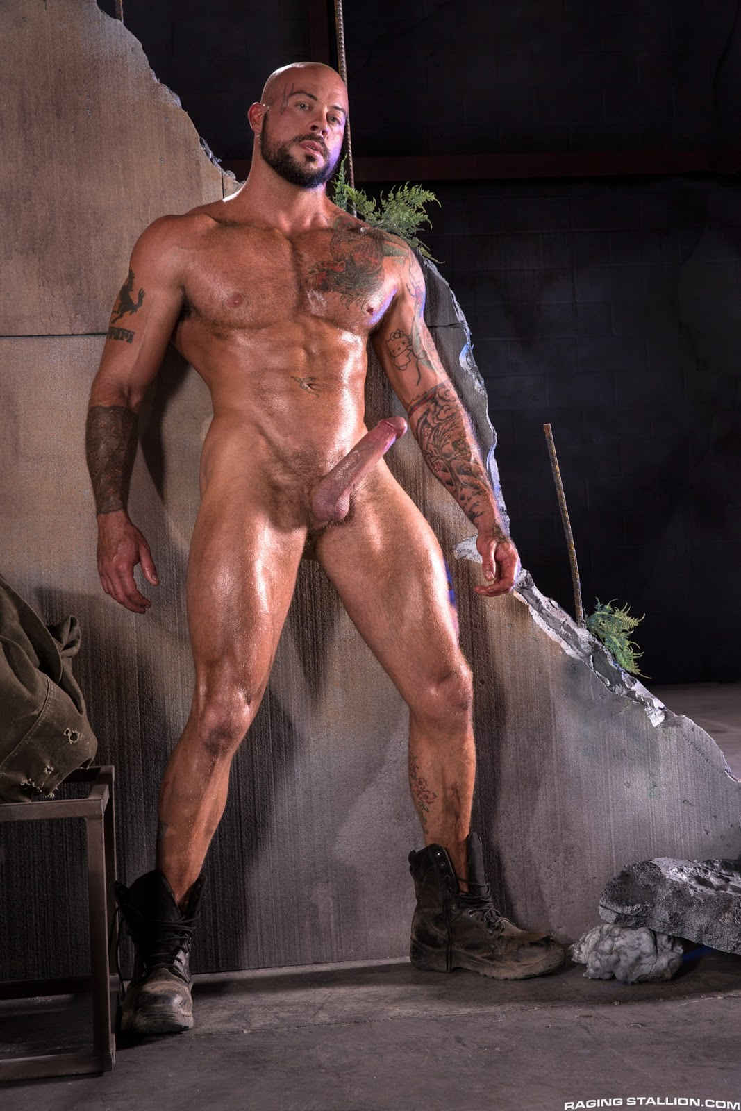 naked-nude-giant-man-morasca-nude