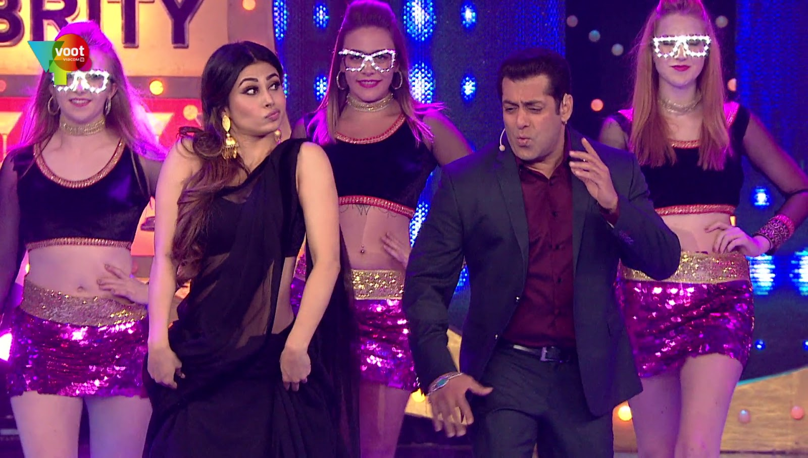 Mouni Roy Very Hot Sexy Navel Show In Bigg Boss - Sexy -1549